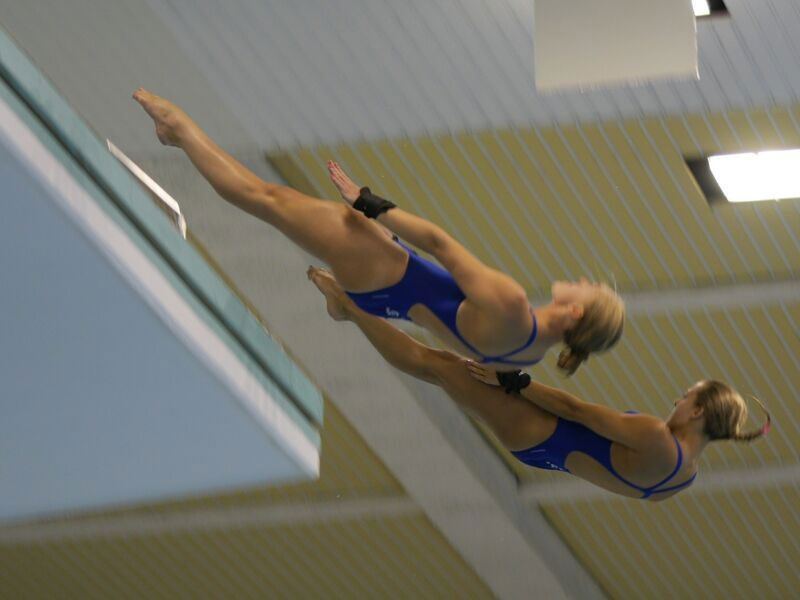 Tonia Couch and Sarah Barrow diving synchronised 10m